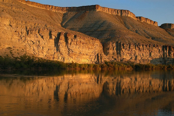Green River trips with DVK comes with breathtaking views of towering canyon walls and shadow filled grottos.